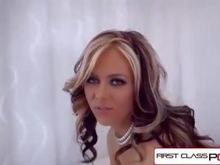 Frajer pásky horúca priateľka sania jeho penis - zadarmo amatérske.